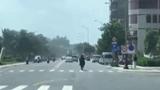"""Xe mô tô """"làm xiếc"""" trên đường tại Đà Nẵng"""
