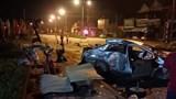 Xe 4 chỗ biến dạng sau va chạm với xe khách, 3 người tử vong