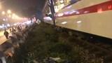 Nam thanh niên bị tàu hỏa tông khi vượt ẩu qua đường sắt ở Hà Nội