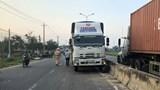 Va chạm với xe tải, 3 nữ sinh ở Quảng Nam bị thương nặng