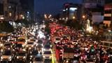 [Ảnh] Đường phố Hà Nội tắc cứng trong mưa rét
