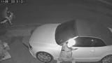 """Video: """"Siêu trộm"""" bẻ gương xế hộp tiền tỷ trong tích tắc"""