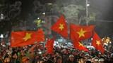 Hà Nội: Biển người đổ ra đường sau chiến thắng lịch sử của U22 Việt Nam
