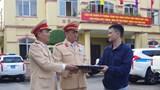 Nhặt được tài sản trị giá gần 100 triệu, CSGT Hà Nam tìm người trả lại