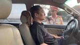Lái xe cố thủ hơn 3 giờ để tránh bị kiểm tra nồng độ cồn