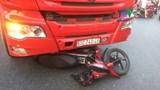 Container 'nuốt' xe máy, nam thanh niên thoát chết