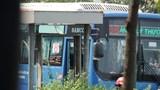Khởi tố vụ án, truy bắt nhóm côn đồ đập phá xe buýt trên đường ở TP.HCM