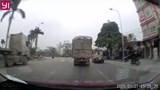 Video: Hai xe tải suýt đấu đầu thảm khốc
