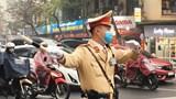 CSGT Hà Nội bắt đầu đeo khẩu trang khi làm việc trên đường