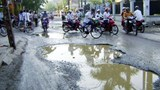 """Hà Nội: Sớm khắc phục """"ao"""" trên đường"""
