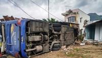 Vụ xe khách lật tại Khánh Hòa: Sẽ giám định chất lượng lốp xe