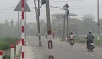 60 cột điện nằm giữa đường liên xã Dân Hòa - Tân Ước: Dùng dằng trách nhiệm
