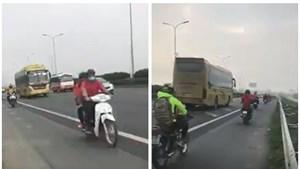 """Đoàn xe máy """"hồn nhiên"""" lưu thông trên cao tốc Pháp Vân - Cầu Giẽ"""