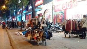 Chợ đêm trên phố Chùa Bộc