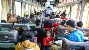 """""""Cạn"""" vé máy bay, vé tàu chỉ còn ghế ngồi và ghế phụ"""