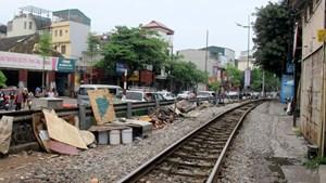 Hà Nội: Tăng cường xử lý vi phạm hành lang đường sắt