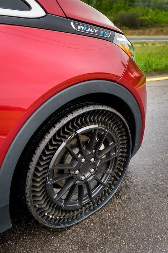 GM và Michelin thử nghiệm lốp không hơi - 3