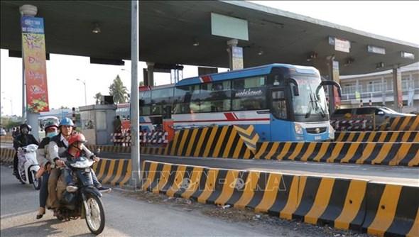 Trạm thu phí BOT Cầu Rạch Miễu xả trạm giảm ùn tắt giao thông.