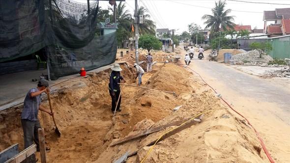 Người dân đã hiến đất, vật kiến trúc, giúp địa phương xây dựng tuyến giao thông từ ĐT613 đến bến cá Tân An được thuận lợi. Ảnh: VIỆT NGUYỄN