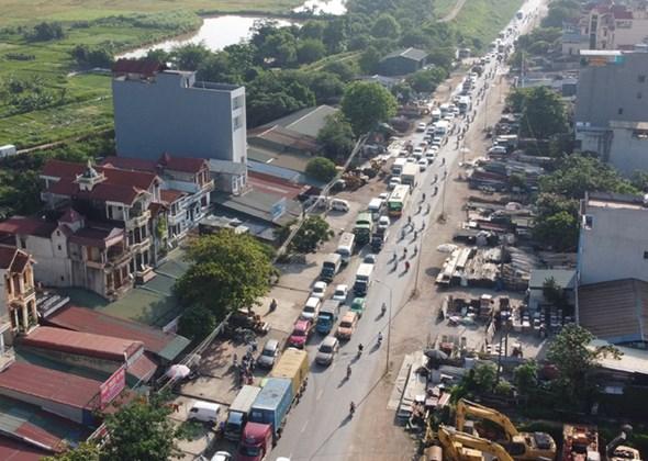 Dù cách trung tâm Hà Nội gần 20km, nhưng cầu Mai Lĩnh vẫn ùn tắc kéo dài giờ cao điểm - Ảnh 3.