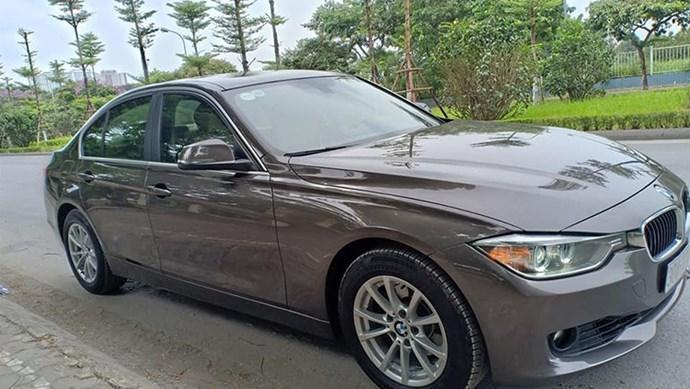 Xe sang BMW 320i chạy 4 năm chỉ 990 triệu ở Hà Nội