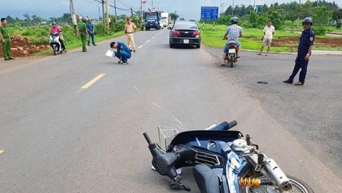 Tạm giữ hình sự thanh niên 17 tuổi lao xe tông cảnh sát giao thông