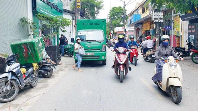 Tắc đường vì xe giao nhận hàng
