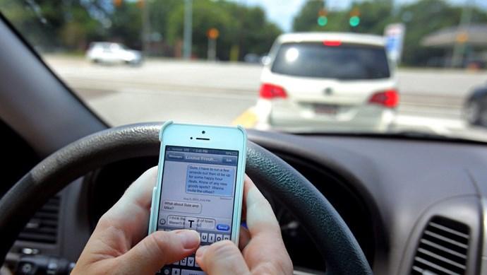 Cấm triệt để sử dụng điện thoại khi lái xe: Quan trọng nhất vẫn là truyền thông