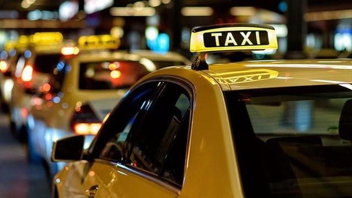 Báo cáo Thủ tướng về quy định gắn hộp đèn cho taxi công nghệ