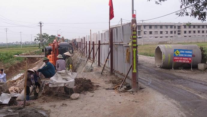 Đường Sơn Đồng - Song Phương xuống cấp nghiêm trọng vì chất lượng kém