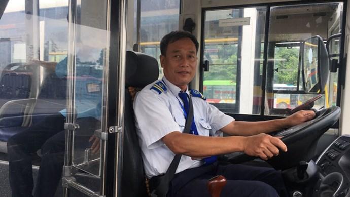"""Kỷ niệm nhớ đời của người lái xe buýt vừa """"hồng"""" vừa """"chuyên"""""""