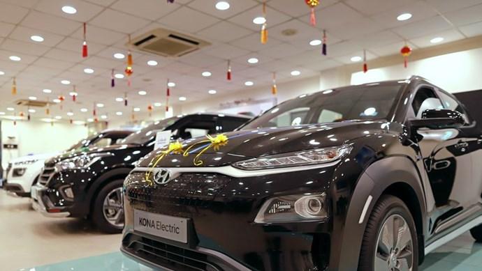 """Ấn Độ hào hứng trước phương tiện """"xanh"""" nhưng giá cả là vấn đề"""