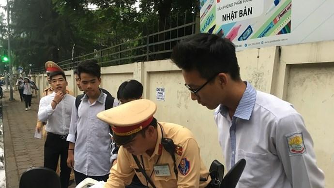 Giáo dục luật giao thông cho học sinh: Không chỉ biện pháp tuyên truyền