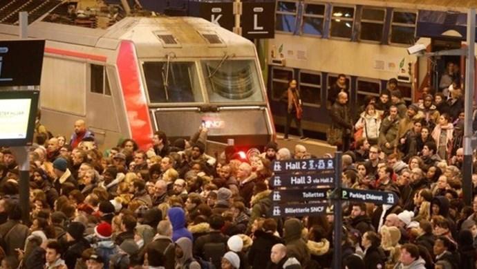 Giao thông tại Pháp ngưng trệ mùa Giáng sinh vì đình công