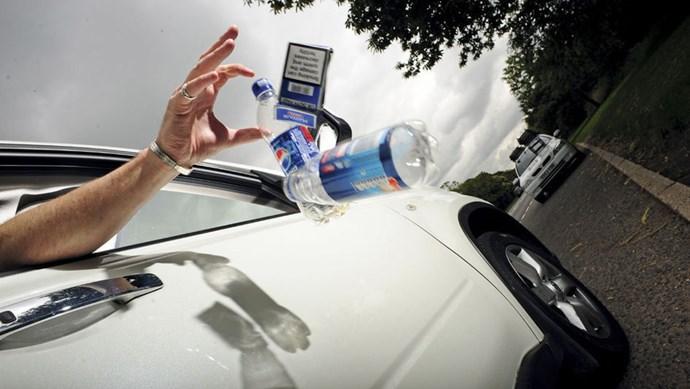 """Xả rác trên cao tốc: Khi ý thức dịch chuyển với tốc độ """"rùa bò"""""""