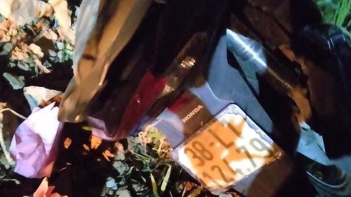 2 thiếu niên tử vong sau khi đâm xe máy vào cột mốc