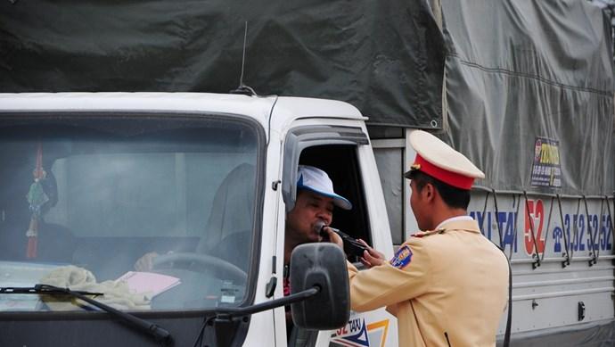 Chứng chỉ hành nghề lái xe kinh doanh vận tải: Tăng thủ tục xin/cho không cần thiết