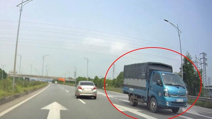 Xe tải chạy ngược chiều trên cao tốc Hà Nội – Bắc Giang