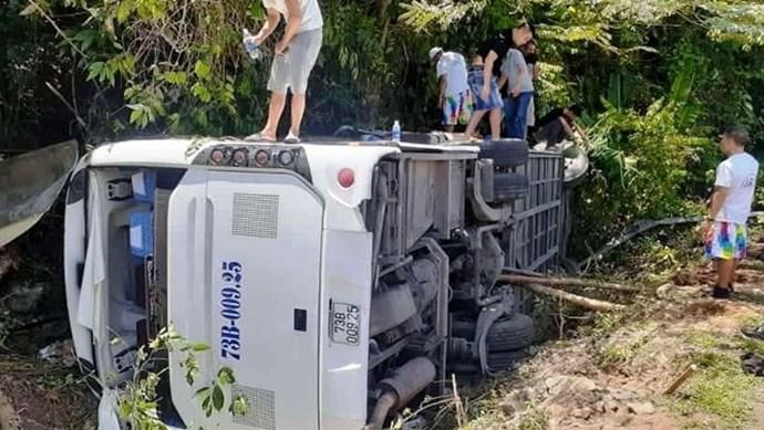 Lật xe trong vườn quốc gia Phong Nha - Kẻ Bàng, ít nhất 8 người tử vong