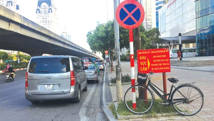 [Điểm nóng giao thông] Xử lý nghiêm dừng, đỗ xe vi phạm trên đường Phạm Hùng