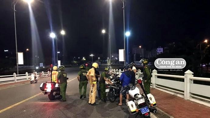 Đà Nẵng bắt nhóm quái xế tụ tập đua xe giữa thời điểm giãn cách xã hội