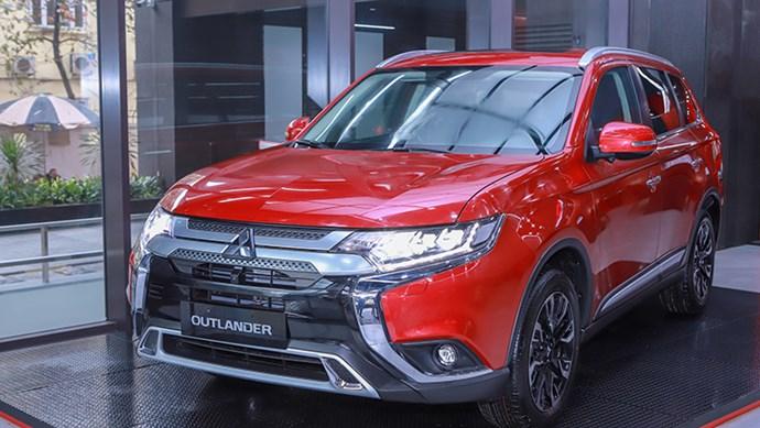 Giá xe ô tô hôm nay 10/8: Mitsubishi Outlander ưu đãi quà tặng và gói du lịch 40 triệu đồng