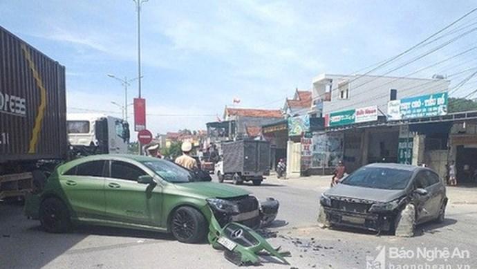 Tài xế xe ben tông vào xe Mercedes, gây tai nạn liên hoàn rồi bỏ chạy