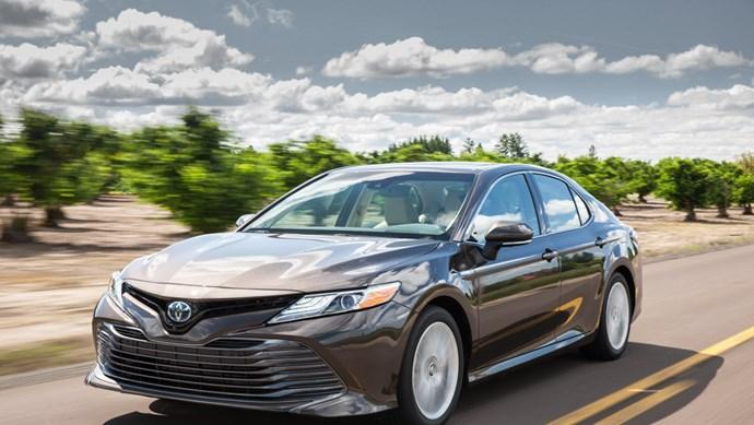 Giá xe ô tô hôm nay 14/8: Toyota Camry có giá 1,029-1,235 tỷ đồng
