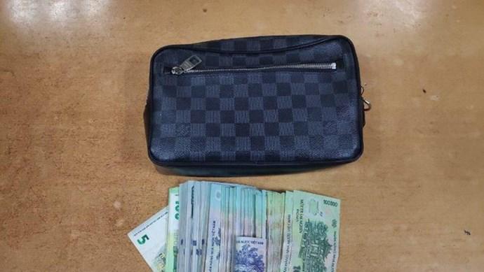 Nam hành khách bỏ quên vali hành lý có 350 triệu ở sân bay Nội Bài