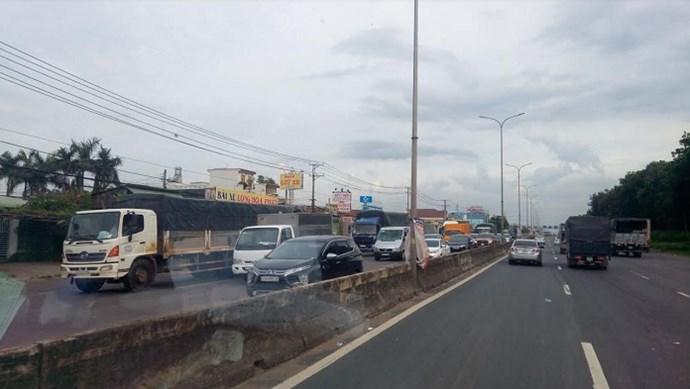 Hà Nội: Tuyến đường Bưởi tràn rác thải gây mất mỹ quan đô thị