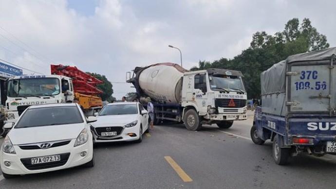 Tai nạn giao thông mới nhất hôm nay 25/11: Tai nạn liên hoàn, hàng trăm phương tiện tắc nghẽn trên Quốc lộ 46