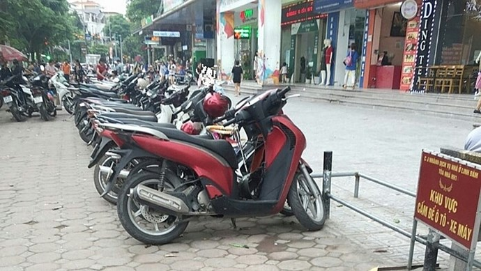 Thu hồi giấy phép trông giữ xe ở khu bán đảo Linh Đàm
