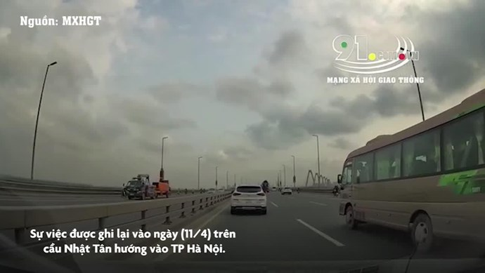 [Clip] Giữ khoảng cách không an toàn, ô tô Hyundai Tucson đâm đuôi xe Toyota Innova