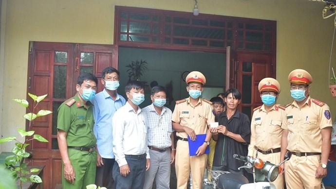 Người đàn ông ở Quảng Ngãi được tặng xe máy sau khi bị… tịch thu xe